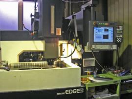 プラスチック金型用:NC放電加工機